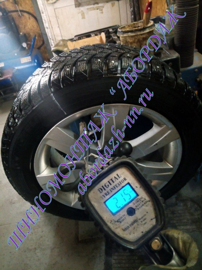Проверяем давление в шине